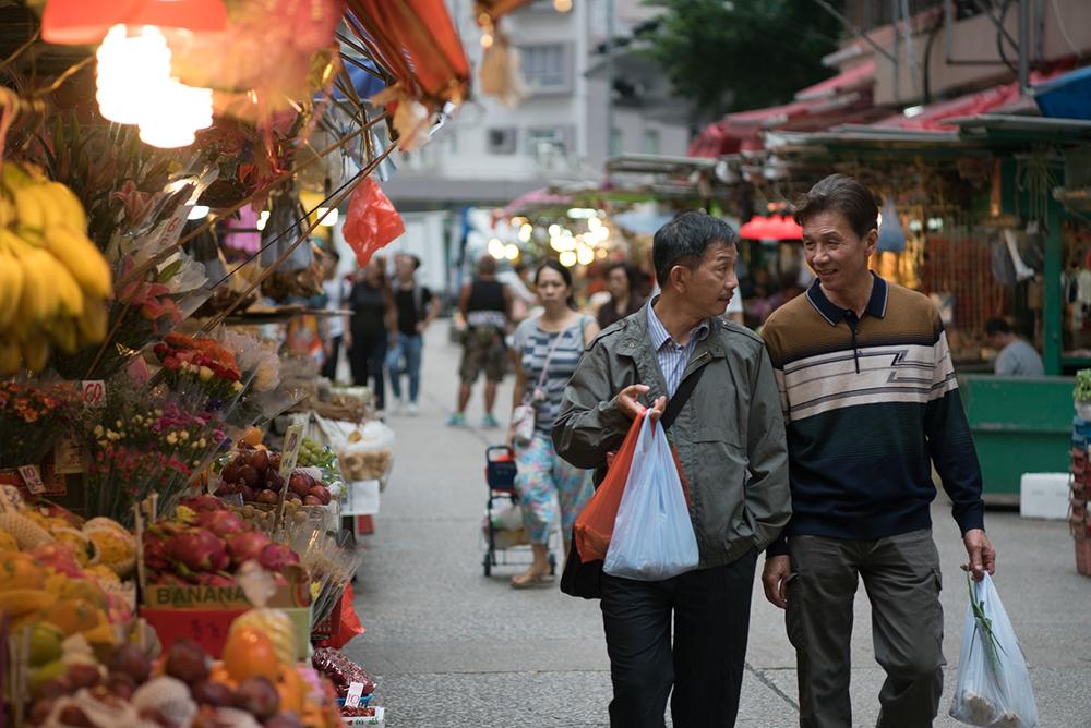 【叔叔】劇照_太保(右)、袁富華(左)在本片大談高齡已婚禁忌之戀