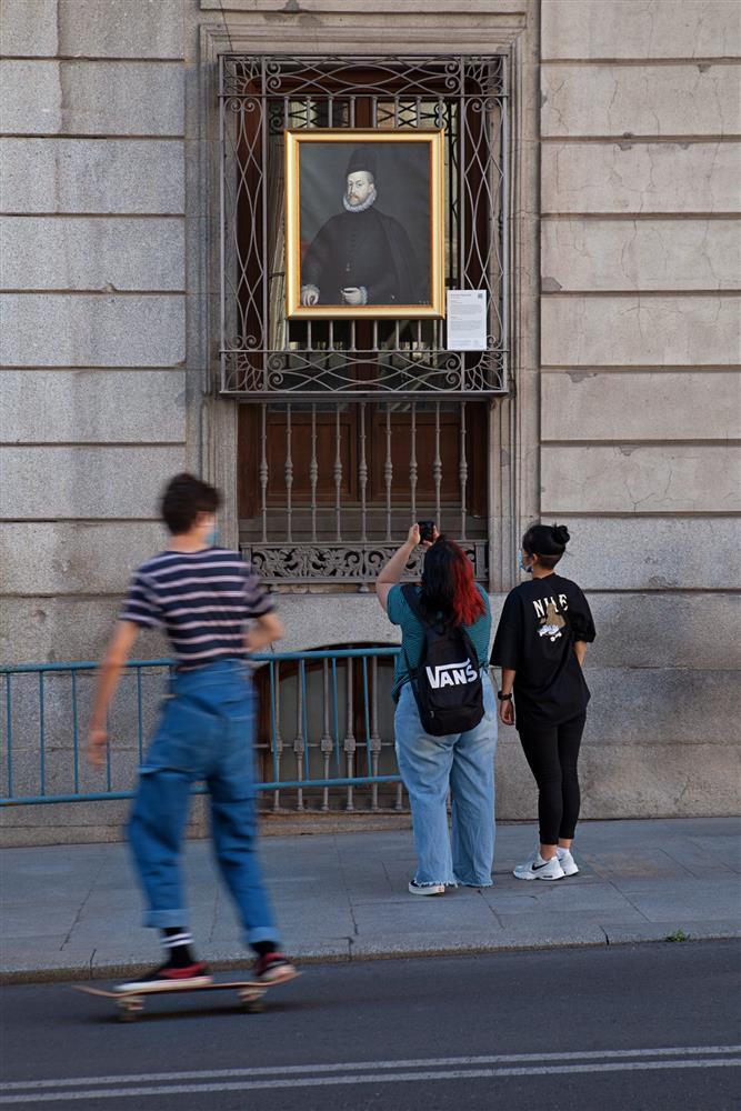西班牙馬德里普拉多美術館將名作複製畫搬到戶外03