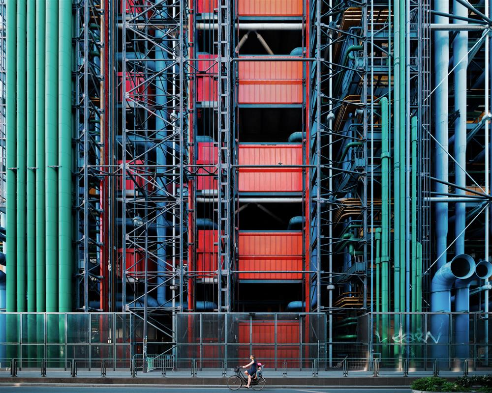 充滿電影感的建築攝影!台灣攝影師余梓勤捉捕人、建築與環境交融的迷人瞬間_12