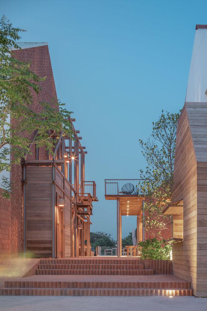 泰國大城區酒店!河畔、堡壘旁的紅磚迷人旅宿BAAN POMPHET_03
