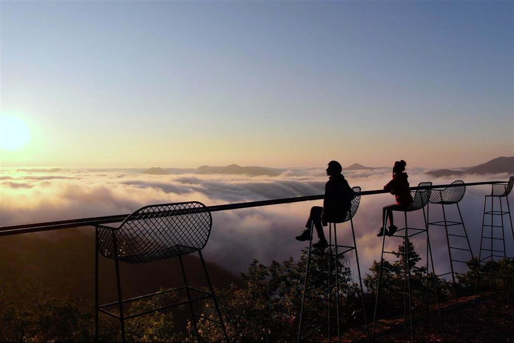 北海道「雲海露臺」8月全新開放!雲頂酒吧、天空步道、雲朵床6大看點_07