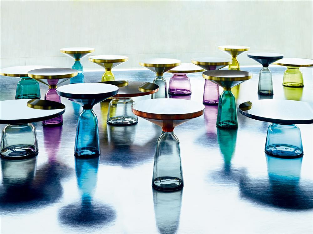 結合黃銅與玻璃的異材質設計作品Bell Table時,是Sebastian Herkner成名代表作。