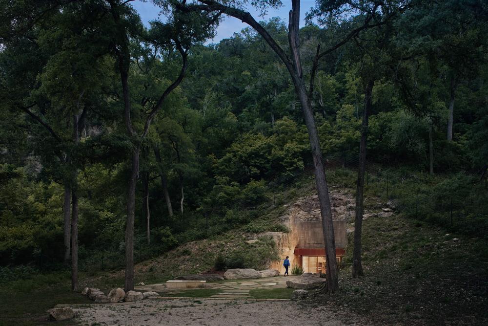Clayton Korte操刀設計的洞穴酒窖_01
