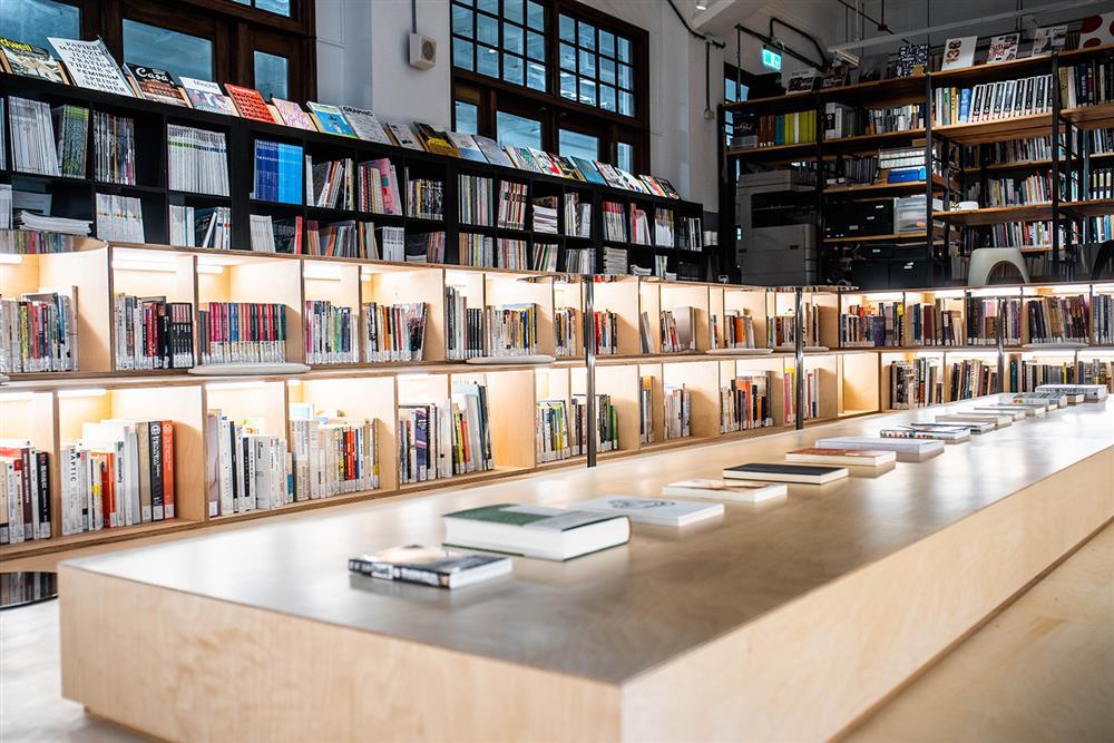 松菸「不只是圖書館」新空間亮點!古蹟澡堂變身閱讀、策展、秘境花園等藝文場域