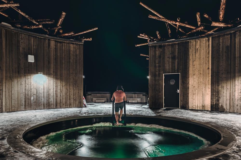 在北境冰流上仰望極光 圖片提供◎Arctic Bath