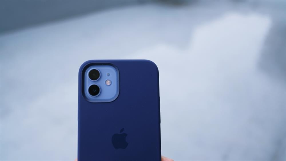 2021春季紫色iPhone 12和Apple Watch錶帶10