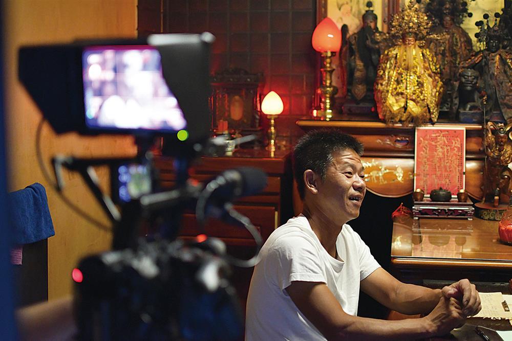 紀錄片《神人之家》獲得文策院首度與金馬創投合作的「WIP 文策院原創獎」。