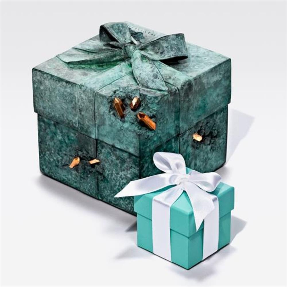 Tiffany攜手藝術家Daniel Arsham推限量雕塑!經典夢幻藍盒披上頹廢感新裝