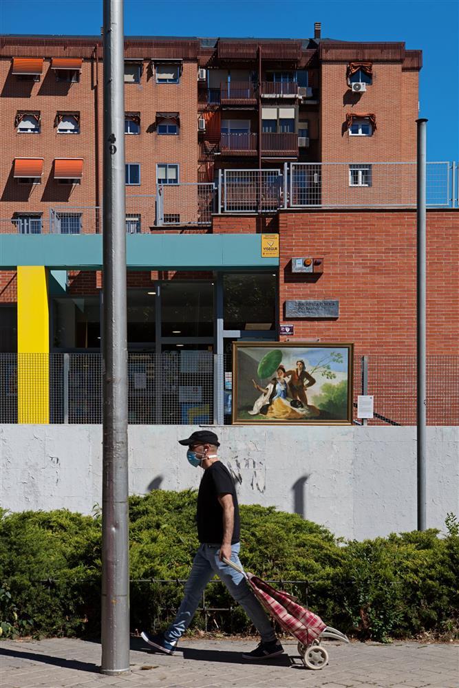 西班牙馬德里普拉多美術館將名作複製畫搬到戶外07