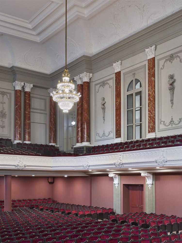 瑞士建築團隊Herzog &deMeuron改造「Stadtcasino Basel」歐洲最老音樂廳再現光華_03