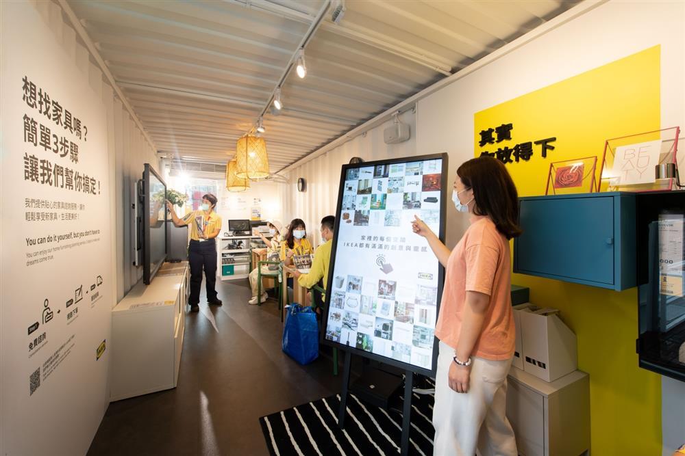 IKEA嘉義快閃店2樓設有數位互動螢幕,方便消費者找尋更多佈置靈感與商品。