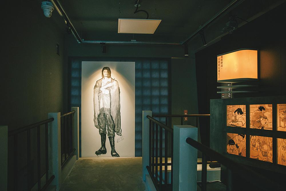 台灣漫畫基地延伸《天橋上的魔術師圖像版》,推出圖像暨互動藝術展,將原畫、實體場景、動態影像、互動藝術共組出一座奇幻空間。