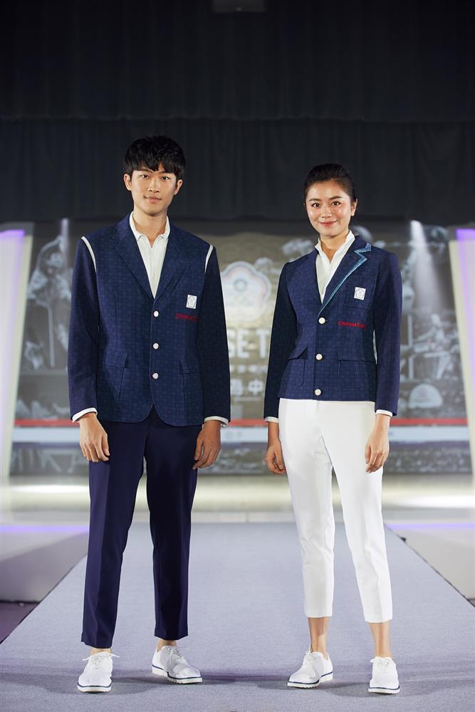 周裕穎以數位列印方式展現視覺層次感,打造實際穿著起來輕盈涼感的2020年東京奧運中華代表團進場服裝。
