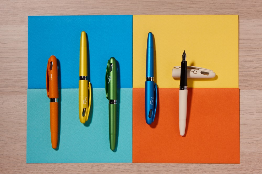 Pentel的德拉迪鋼筆,繽紛多彩的筆色搭配柔和彈性的筆尖,適合鋼筆入門者,定價500元|誠品書店