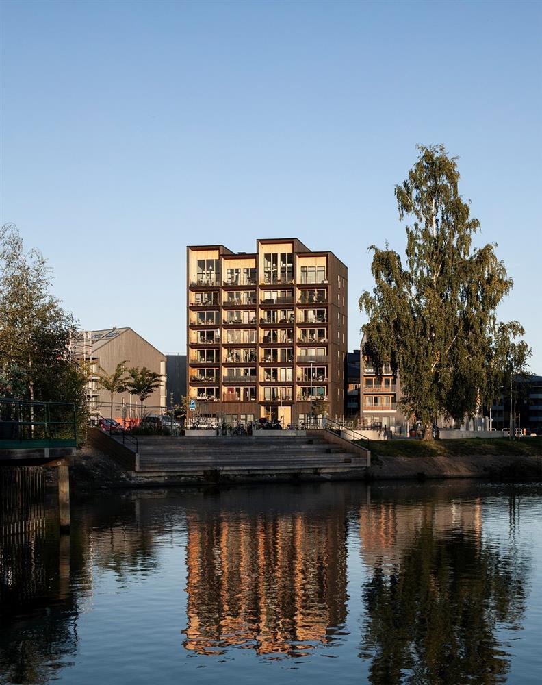 瑞典最高木建築住宅!丹麥建築團隊C.F. Møller打造木造溫潤質地、梅拉倫湖景色盡收眼底_06