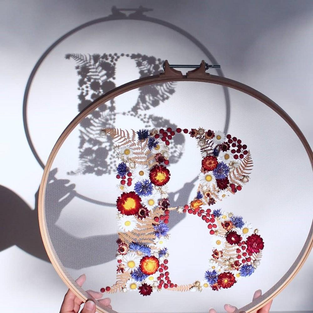 美得令人屏息!英國刺繡藝術家Olga Prinku將花草繡成美麗圖騰、抱枕燈罩全成藝術品_05