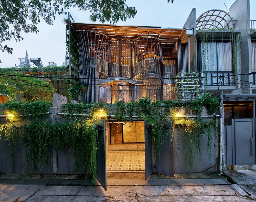 如花園般的夢幻共享建築!印尼Guha結合圖書館、牙科診所、住宅、設計事務所的綠意空間_03