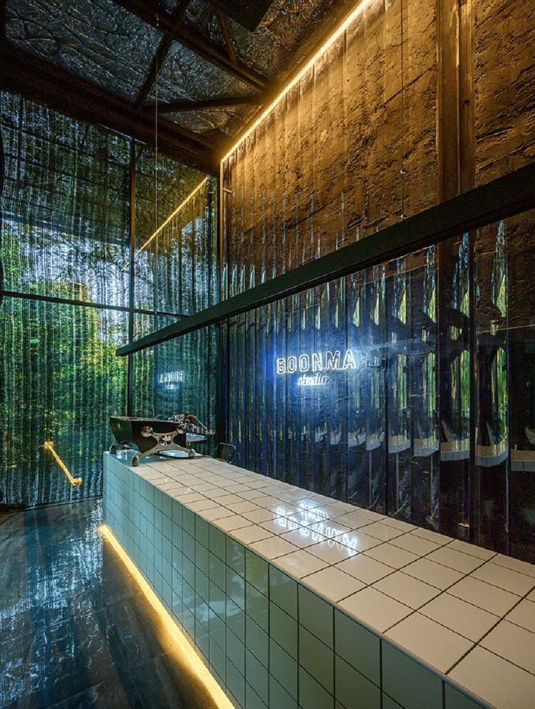 藏身清邁樹林中的咖啡廳Boonma Café!sher maker翻新空間設計、在滿室植物環繞下啜飲咖啡_04