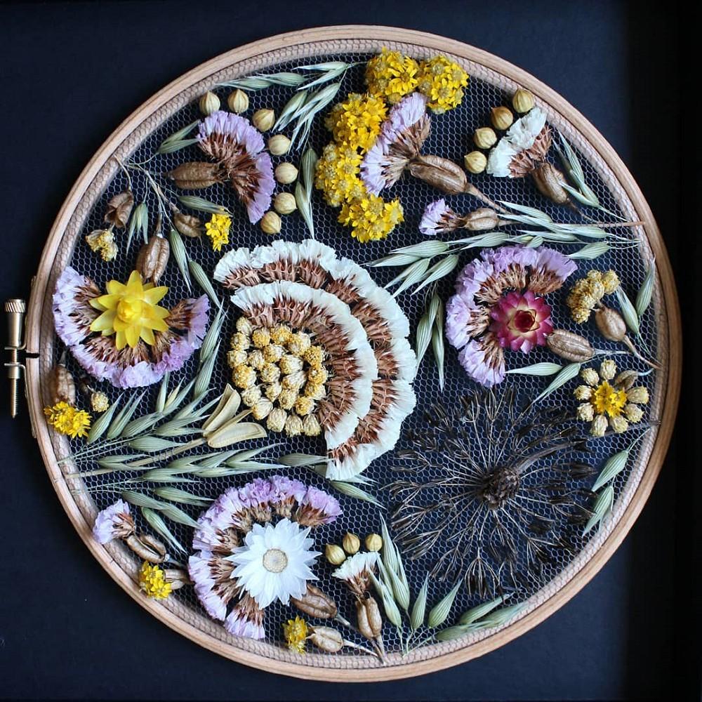 美得令人屏息!英國刺繡藝術家Olga Prinku將花草繡成美麗圖騰、抱枕燈罩全成藝術品_04