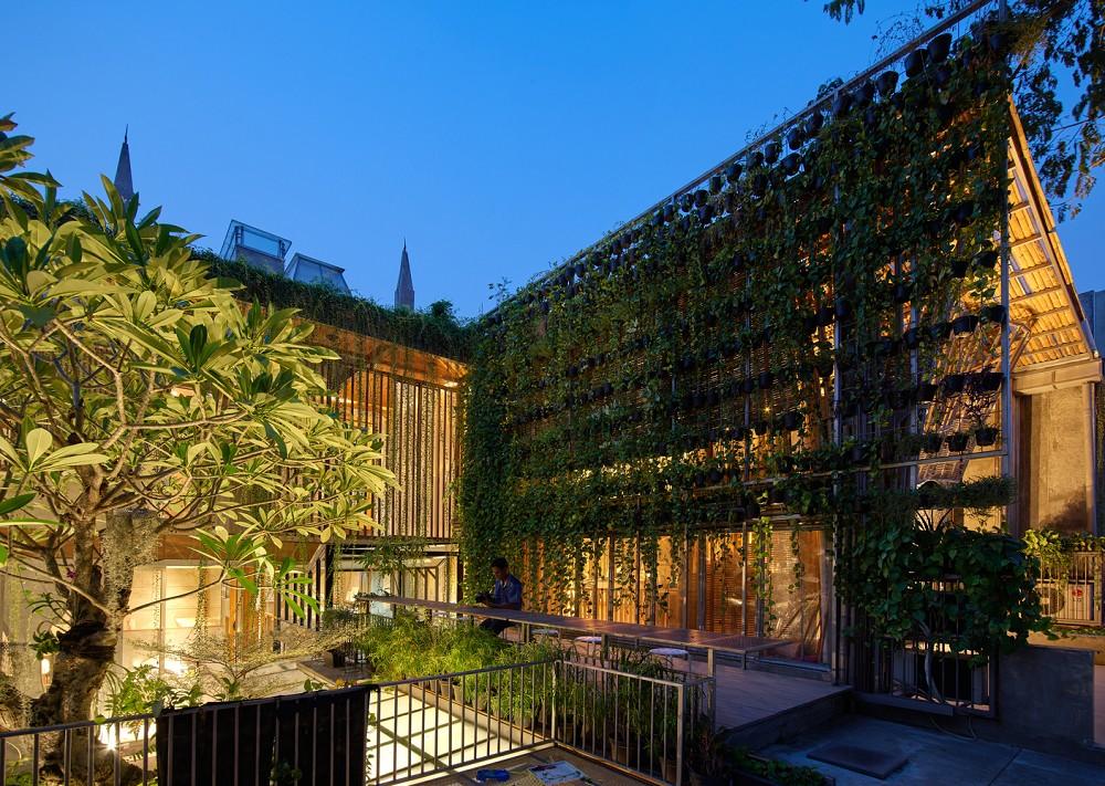 如花園般的夢幻共享建築!印尼Guha結合圖書館、牙科診所、住宅、設計事務所的綠意空間_10