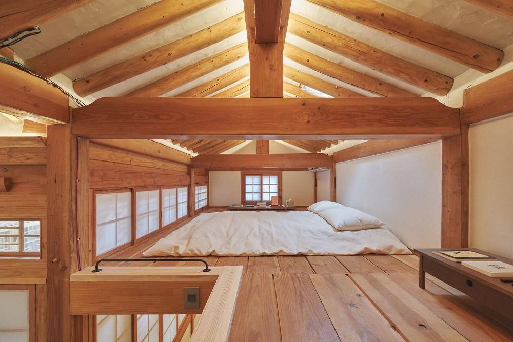 首爾西村清幽韓屋旅店OF.ONEBOOKSTAY!古樸庭院、溫潤木質構成的12坪老宅空間_10