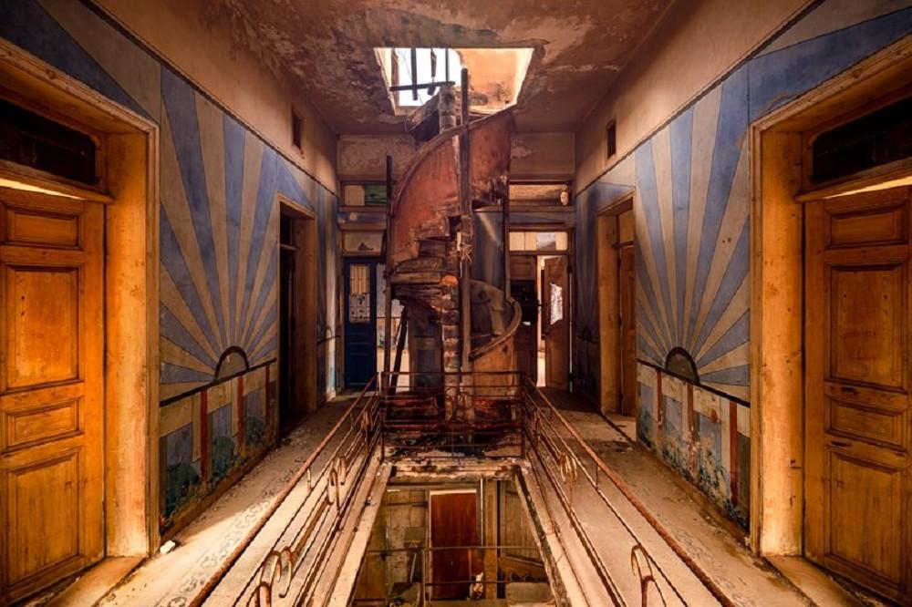 舊時代建物的蕭瑟美感!跟著英國攝影師James Kerwin的鏡頭 窺探貝魯特廢墟寂靜之美_12