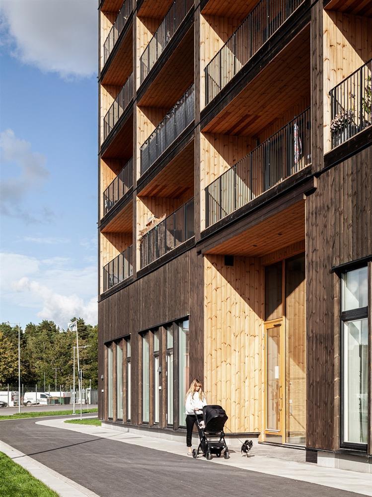 瑞典最高木建築住宅!丹麥建築團隊C.F. Møller打造木造溫潤質地、梅拉倫湖景色盡收眼底_02