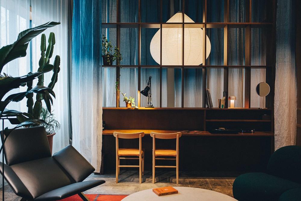 東京新設計旅宿「K5」!百年銀行老建築化身極簡風格旅館空間_05