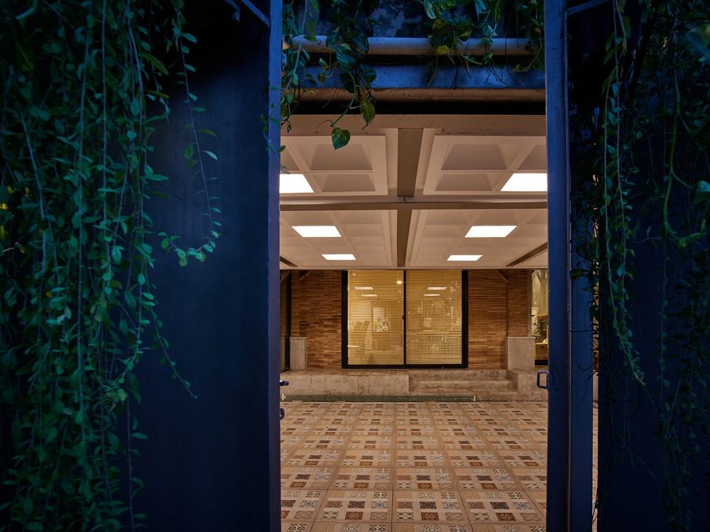 如花園般的夢幻共享建築!印尼Guha結合圖書館、牙科診所、住宅、設計事務所的綠意空間_25