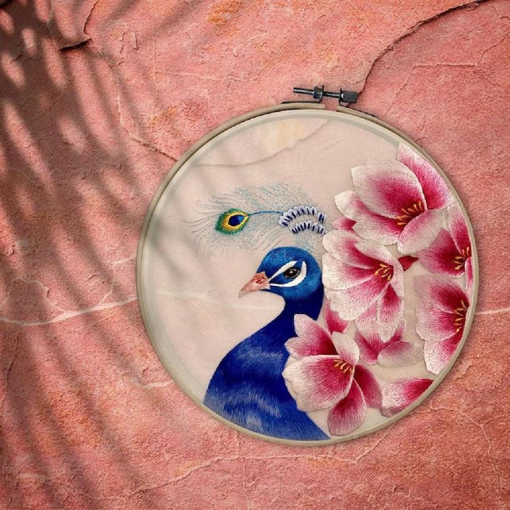 栩栩如生的絕美刺繡!中國藝術家展示盛開百合、飛鶴等精緻絲綢刺繡作品01