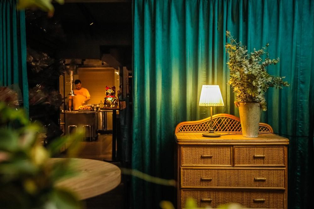 台北「週末炸雞俱樂部」藏身花店裡的隱密炸雞餐酒館