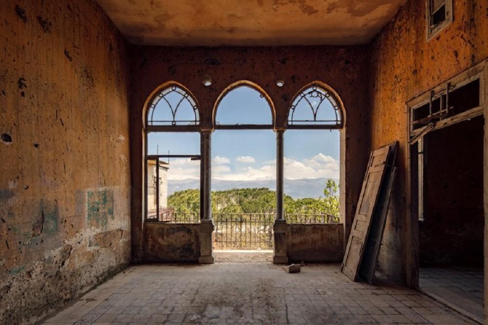 舊時代建物的蕭瑟美感!跟著英國攝影師James Kerwin的鏡頭 窺探貝魯特廢墟寂靜之美_10