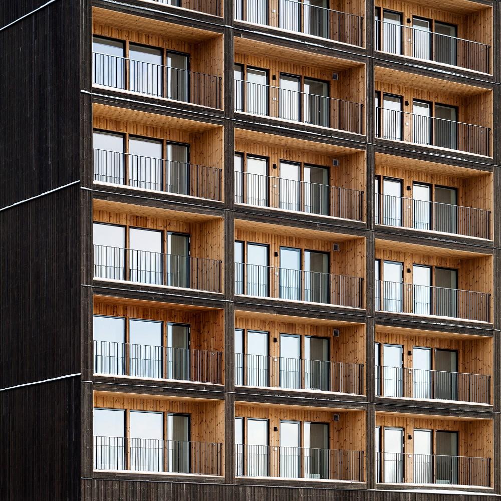 瑞典最高木建築住宅!丹麥建築團隊C.F. Møller打造木造溫潤質地、梅拉倫湖景色盡收眼底_04