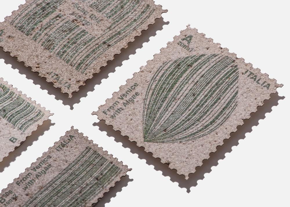 水藻製成的郵票!義大利設計師Pablo Dorigo Sempere回收威尼斯湖水藻打造環保再生設計_01