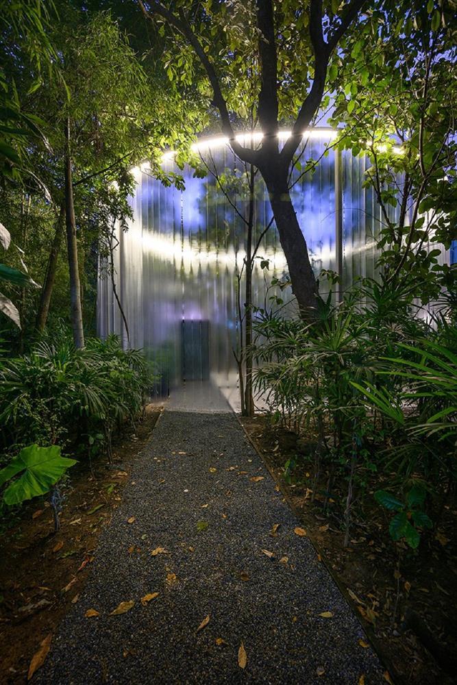 藏身清邁樹林中的咖啡廳Boonma Café!sher maker翻新空間設計、在滿室植物環繞下啜飲咖啡_07
