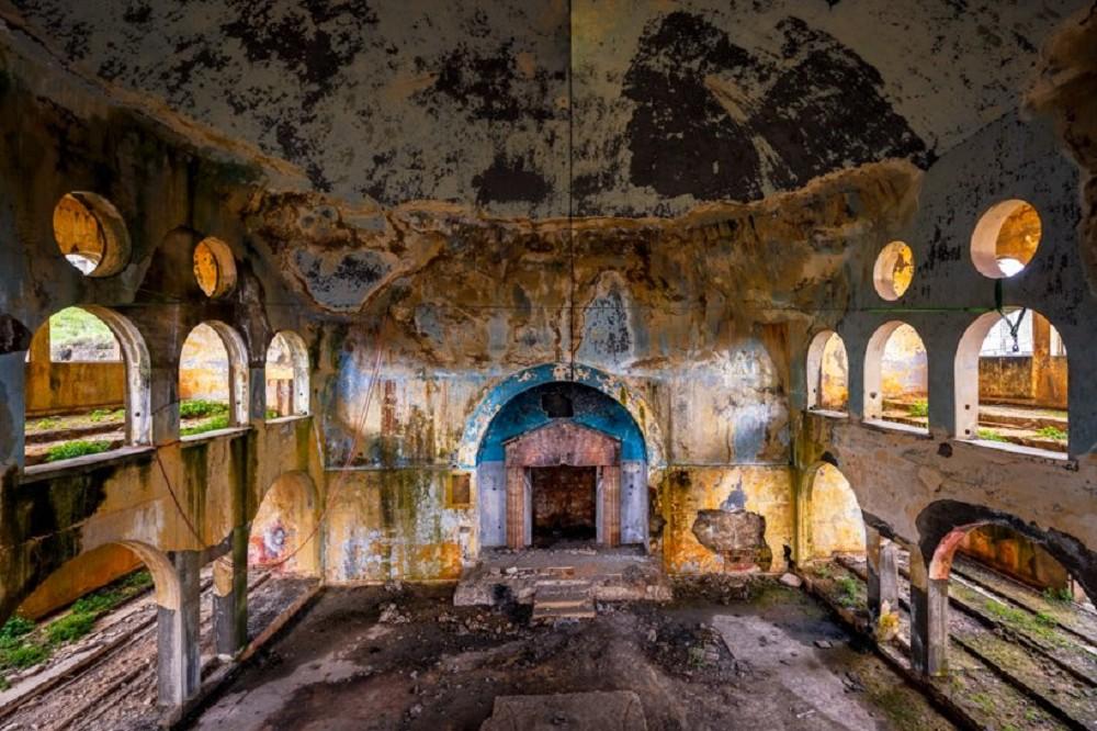 舊時代建物的蕭瑟美感!跟著英國攝影師James Kerwin的鏡頭 窺探貝魯特廢墟寂靜之美_09