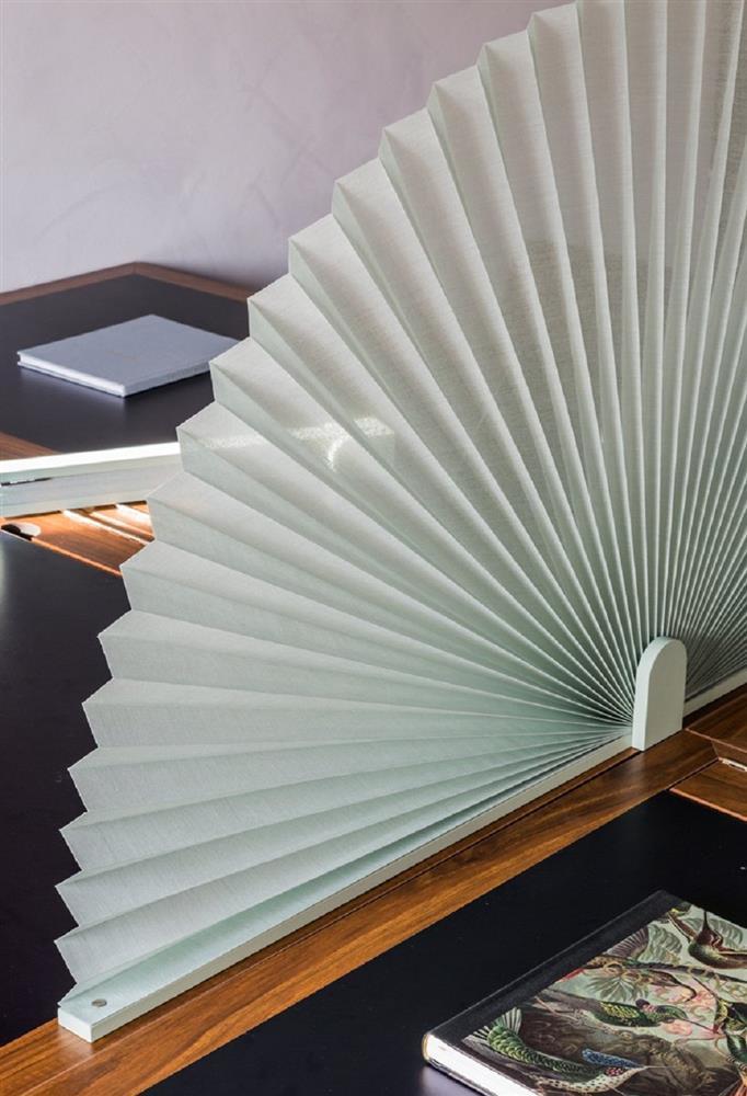 超實用辦公室小物!德國設計公司njustudio推出辦公桌屏風 像扇子般展開創造隱私空間