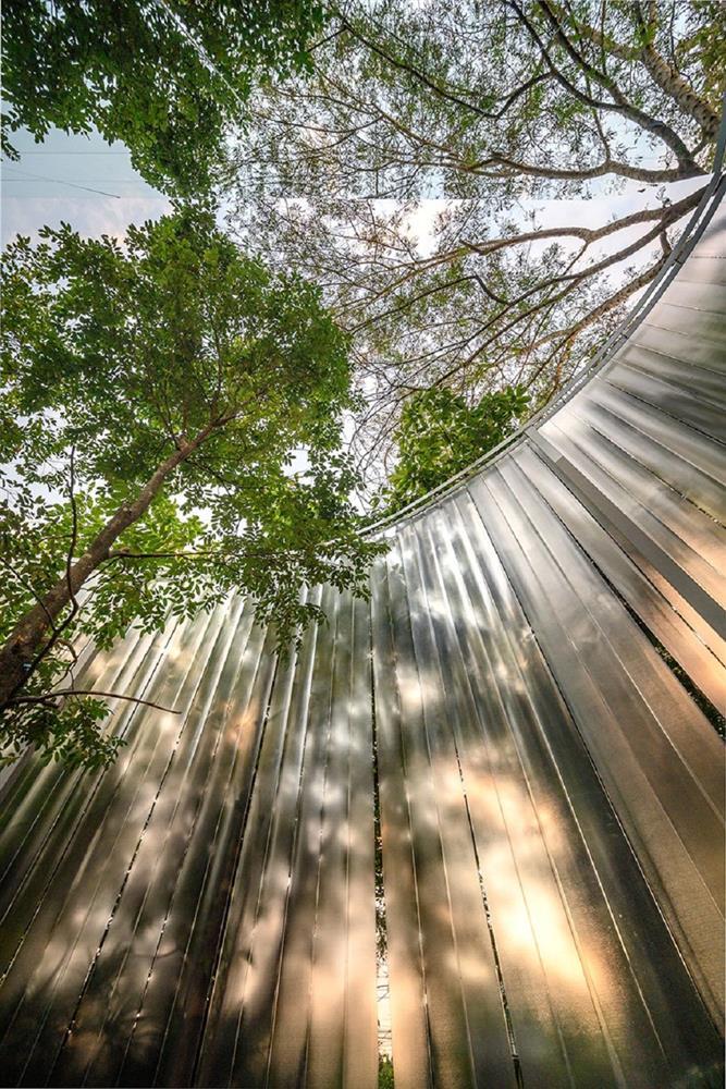 藏身清邁樹林中的咖啡廳Boonma Café!sher maker翻新空間設計、在滿室植物環繞下啜飲咖啡_10