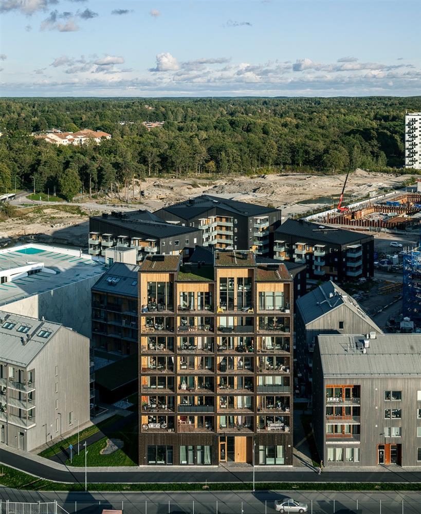 瑞典最高木建築住宅!丹麥建築團隊C.F. Møller打造木造溫潤質地、梅拉倫湖景色盡收眼底_03