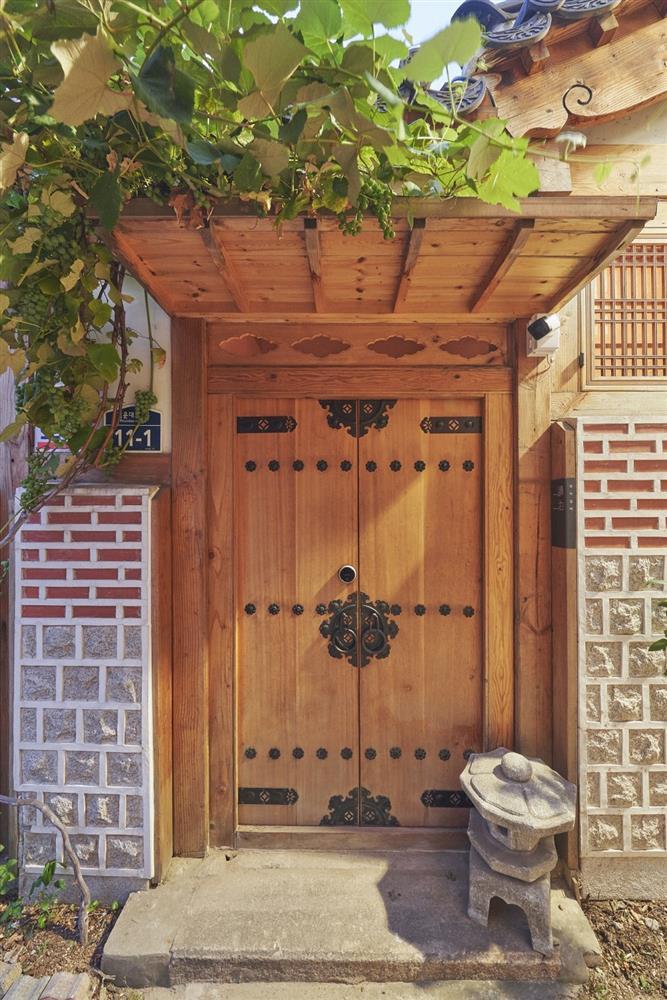 首爾西村清幽韓屋旅店OF.ONEBOOKSTAY!古樸庭院、溫潤木質構成的12坪老宅空間_04