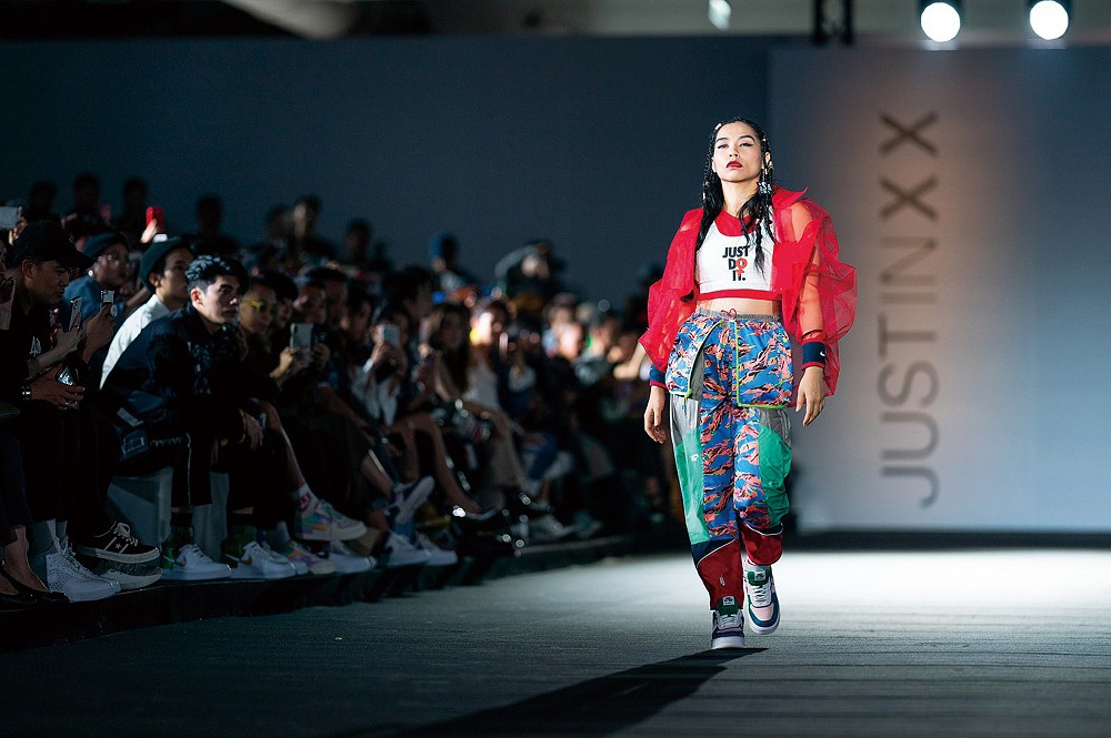 專訪/台灣首位登上紐約時裝週的服裝設計師!JUST IN XX創辦人周裕穎:我想一直被視為非主流