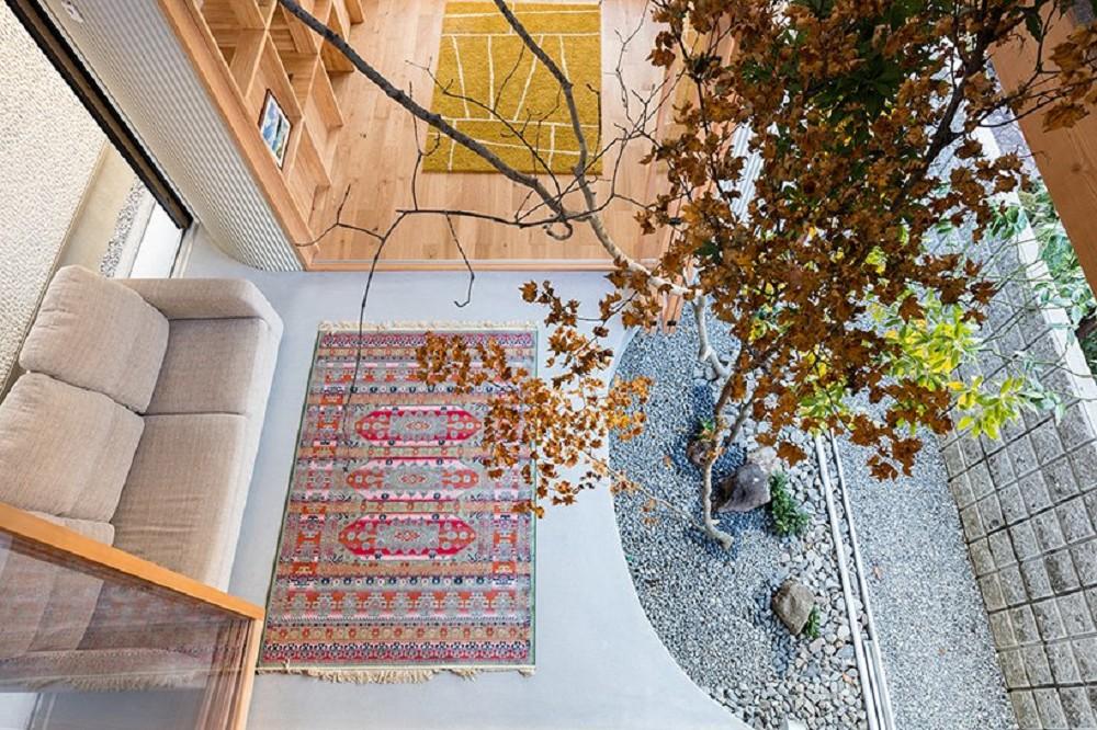 日本療癒小宅設計!大阪「melt」綠意庭院、質樸木頭包圍的小家庭空間_07