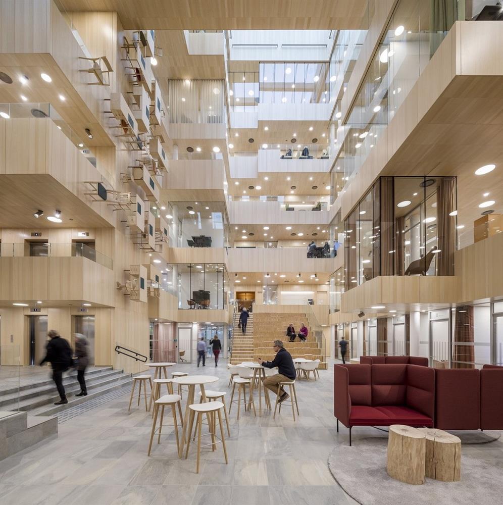 絕美公家機關!挪威博多市政廳如水晶石般的光影建築