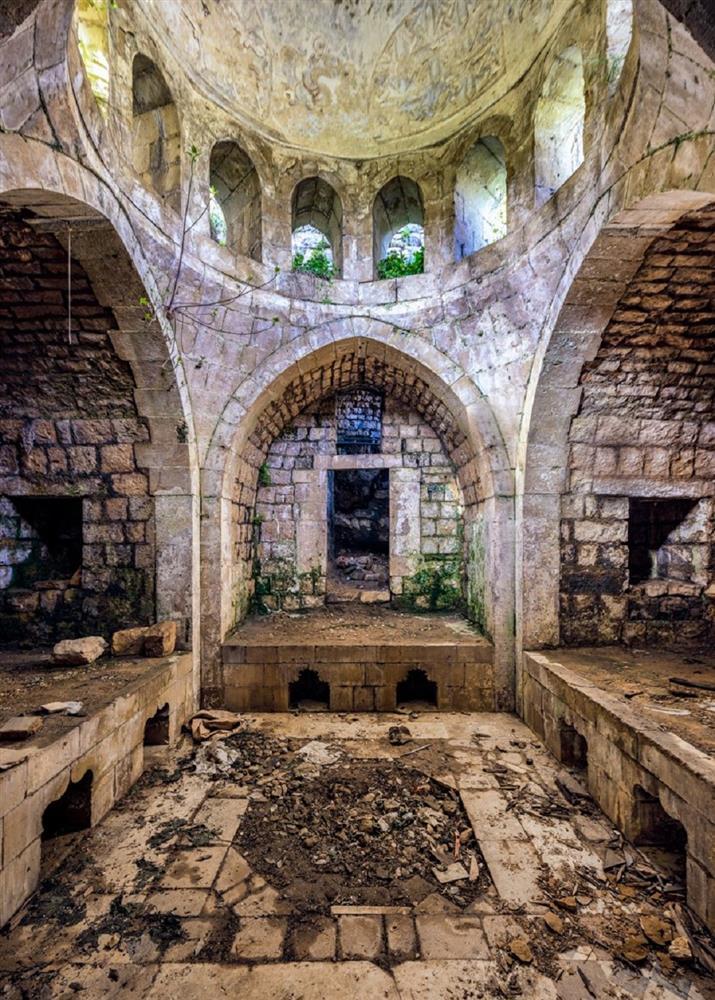 舊時代建物的蕭瑟美感!跟著英國攝影師James Kerwin的鏡頭 窺探貝魯特廢墟寂靜之美_06