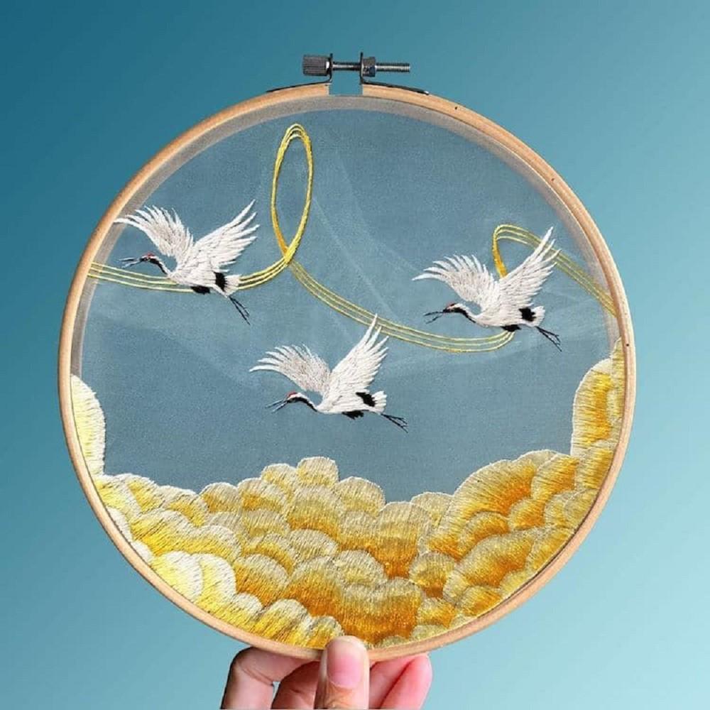 栩栩如生的絕美刺繡!中國藝術家展示盛開百合、飛鶴等精緻絲綢刺繡作品04