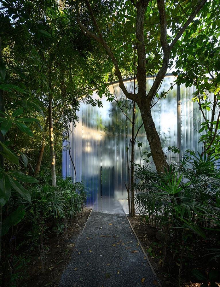 藏身清邁樹林中的咖啡廳Boonma Café!sher maker翻新空間設計、在滿室植物環繞下啜飲咖啡_09
