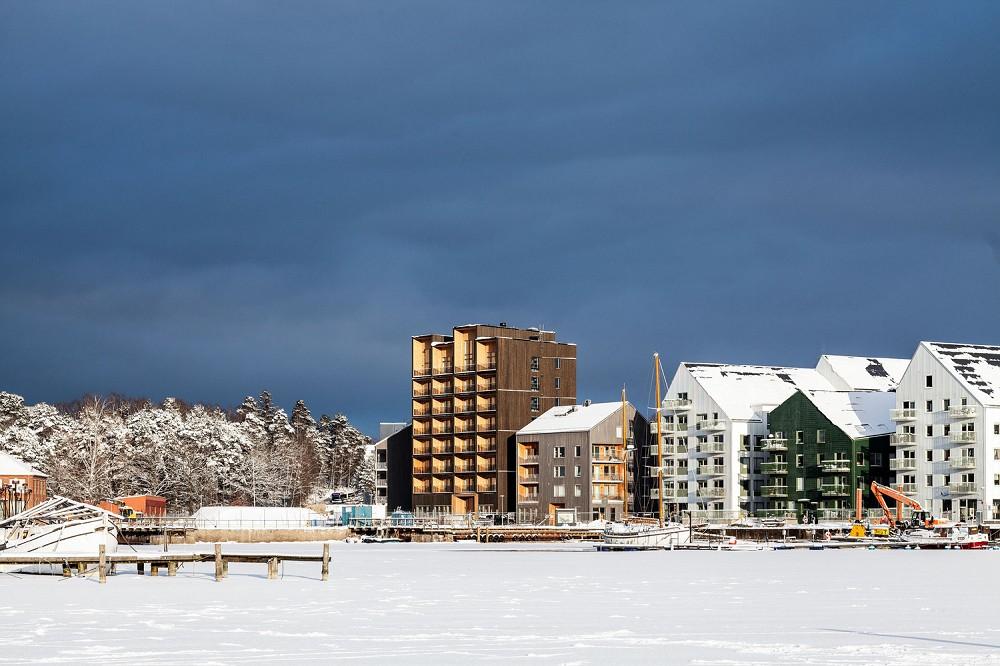 瑞典最高木建築住宅!丹麥建築團隊C.F. Møller打造木造溫潤質地、梅拉倫湖景色盡收眼底_09