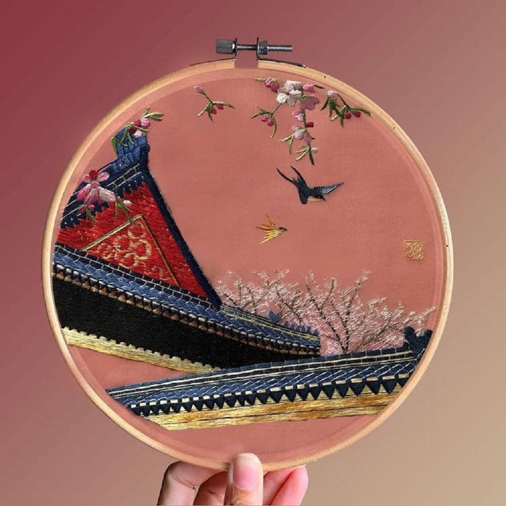 栩栩如生的絕美刺繡創作!多位中國藝術家展示盛開百合、飛鶴等精緻絲綢刺繡作品02