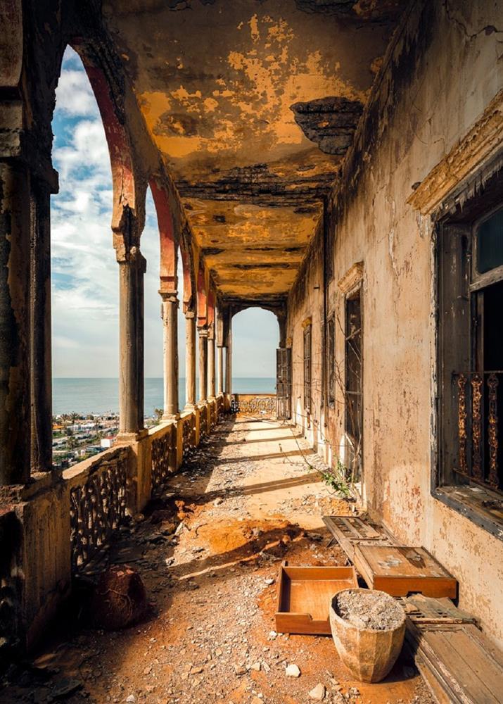 舊時代建物的蕭瑟美感!英國攝影師James Kerwin捕捉黎巴嫩貝魯特廢墟寂靜之美_02