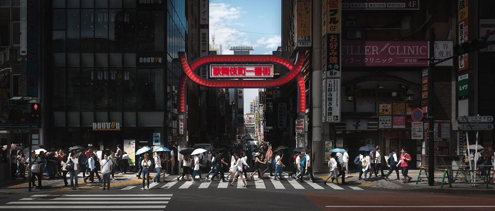 充滿電影感的建築攝影!台灣攝影師余梓勤捉捕人、建築與環境交融的迷人瞬間_03